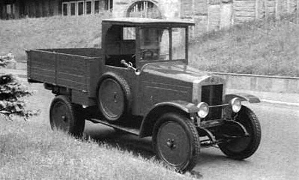 фото Первый для советских машин испытательный пробег проходил через Тверскую область