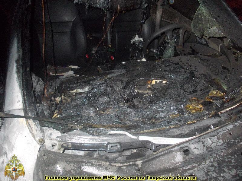 В Вышневолоцком районе сгорел автомобиль