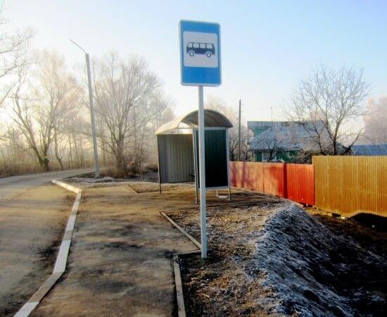 В поселке Васильевский Мох отремонтирована автобусная остановка