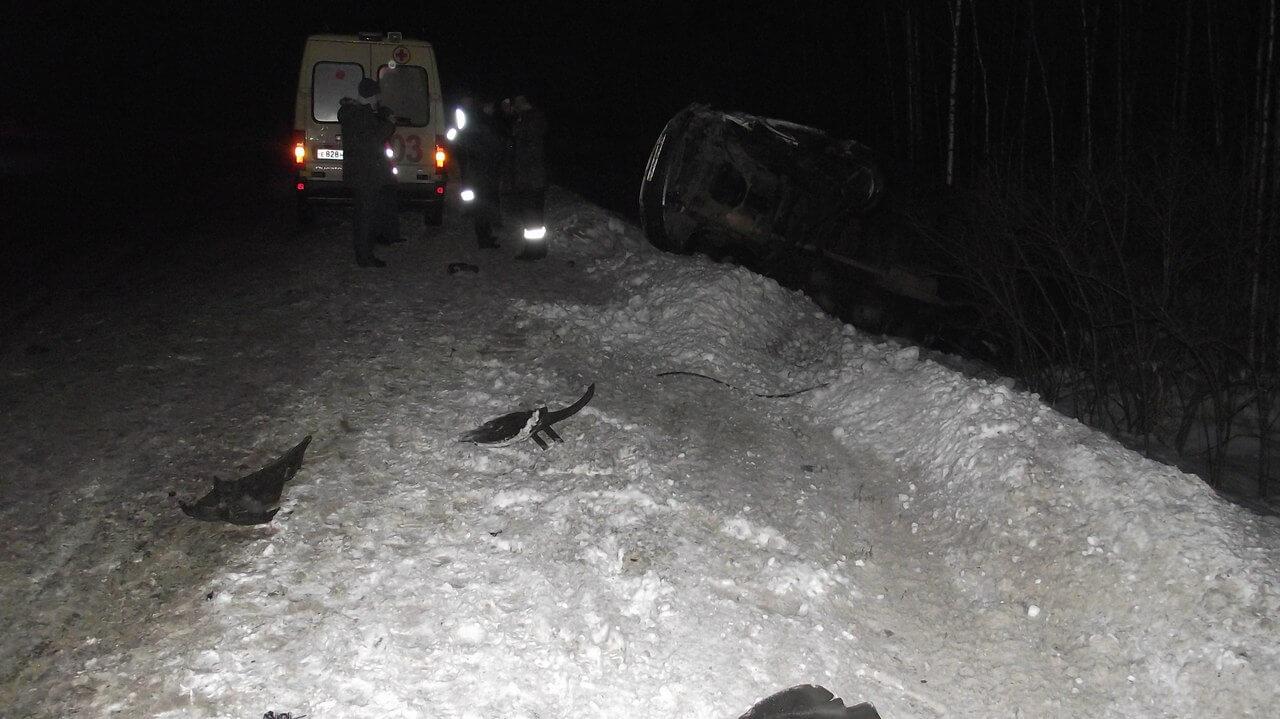 """На автодороге """"Тверь - Бежецк"""" произошло лобовое столкновение Газели и иномарки"""
