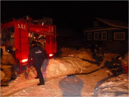 фото В Торжокском районе вместе с домом сгорел автомобиль
