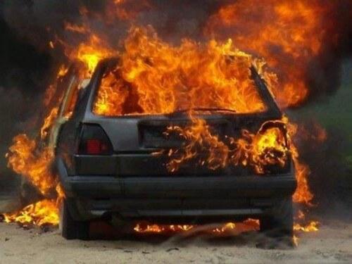 фото В ночь на 30 января в Твери и во Ржеве сгорели 2 автомобиля