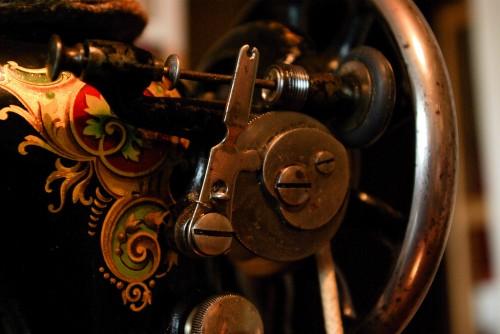 фото Объектом кражи в Вышневолоцком районе стала старинная швейная машинка