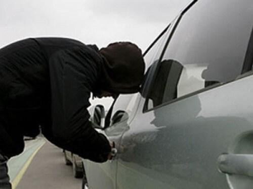 фото Полицейские помогли автовладельцу вернуть угнанный автомобиль