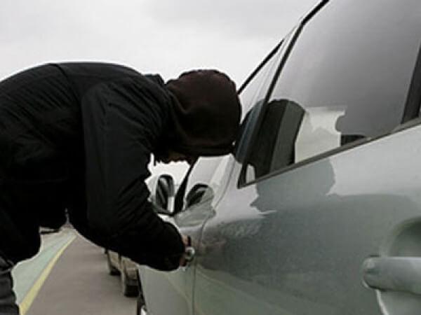 Полицейские помогли автовладельцу вернуть угнанный автомобиль