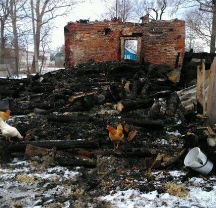 фото У многодетной матери сгорел дом. На пожаре погибли глава семейства и маленький ребенок. Необходима помощь