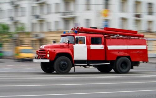 фото МЧС призывает автовладельцев пропускать пожарные машины, спешащие на вызовы