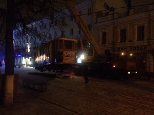 фото В Твери с улицы Трехсвятской увезли старый трамвай