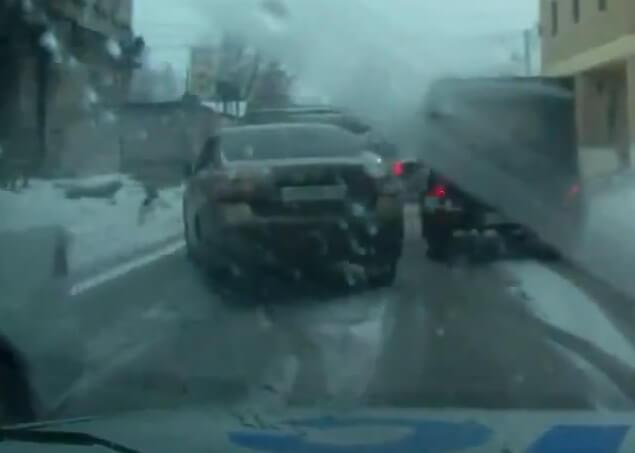 В Твери задержан водитель, который пытался скрыться на угнанном автомобиле