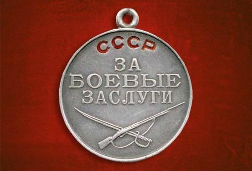 фото В Твери родственникам передали медаль бойца, утерянную в годы ВОВ
