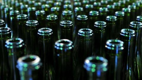 фото В одном из кафе Торжокского района полицейские изъяли более 40 литров контрафактного алкоголя