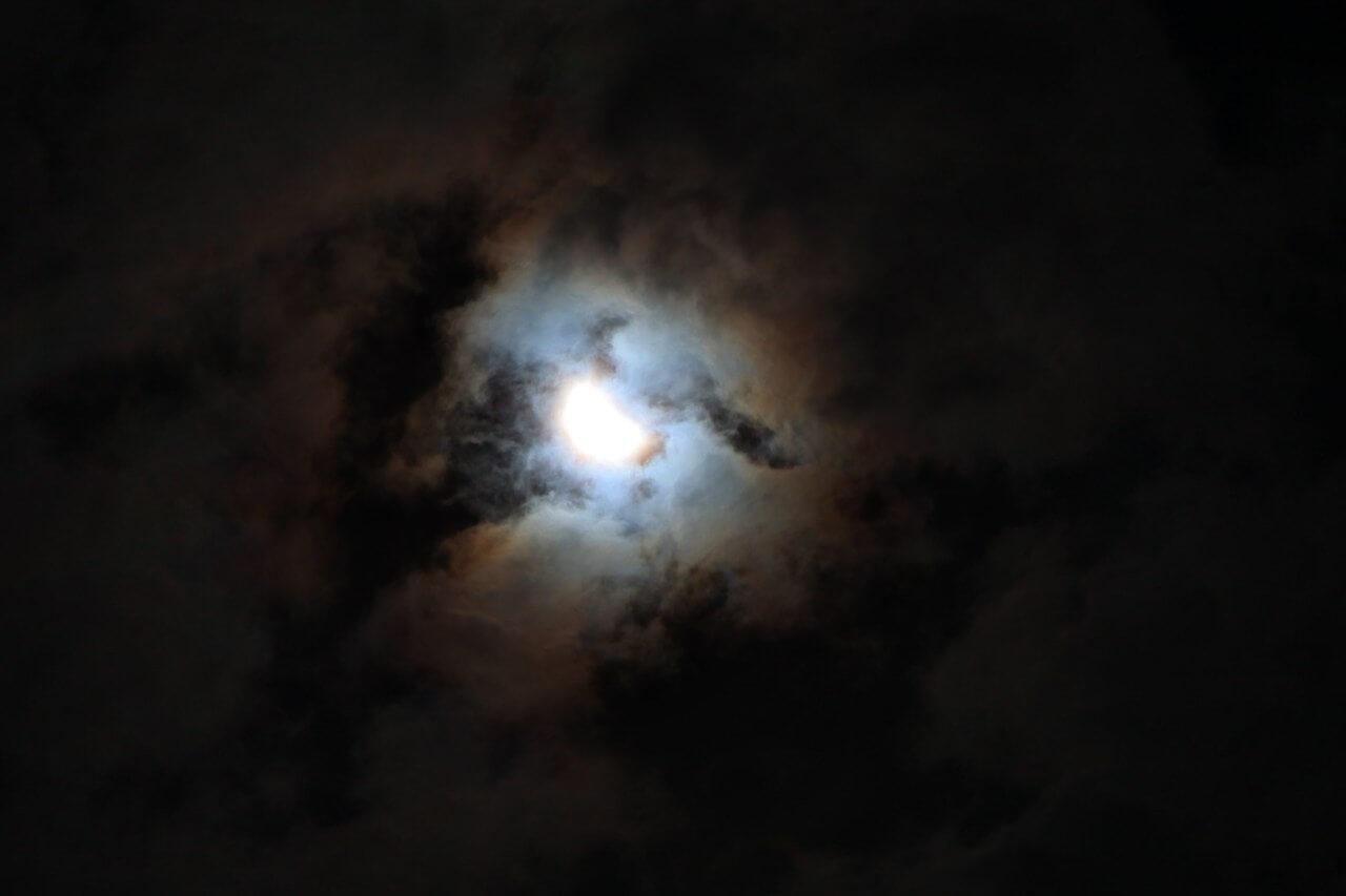 Тверичи могут наблюдать солнечное затмение