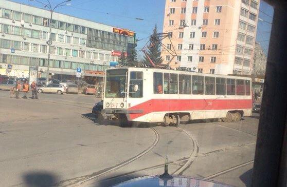 В Твери трамвай пошел в дрифт