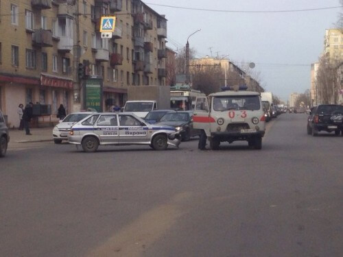 "фото В Твери столкнулись машина полиции и ""скорая"""