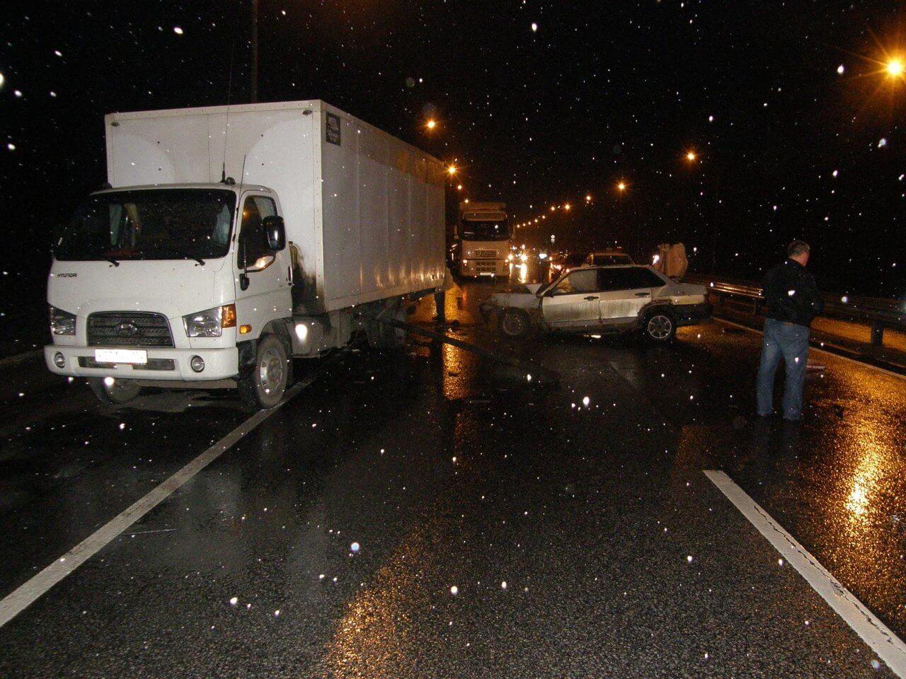 В страшном ДТП на трассе М-10 погибли 4 человека