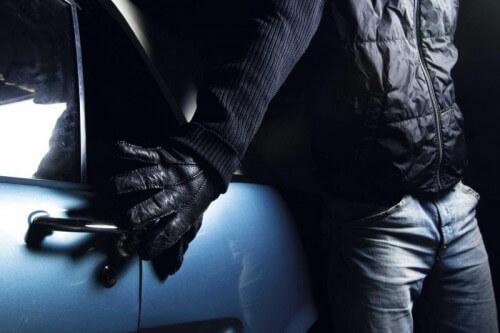 """фото Подозреваемого в краже из автомобиля задержали """"по горячим следам"""""""
