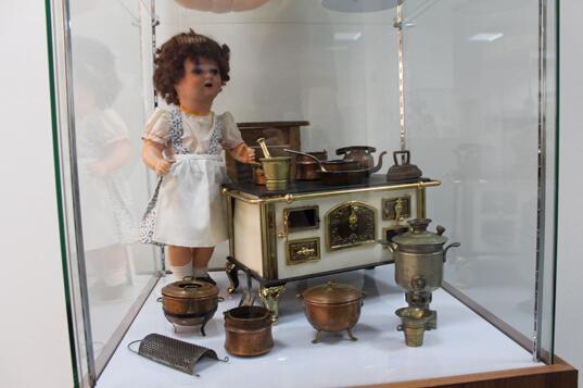 """В Твери проходит выставка """"Удивительный мир старинных кукол"""""""