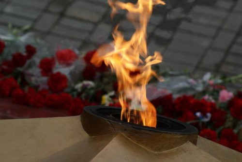 фото Во Ржеве трое молодых людей осквернили мемориал памяти Великой Отечественной Войны