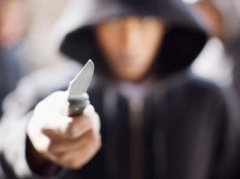 В Торжке мужчина пытался ограбить магазин, угрожая продавцу ножом