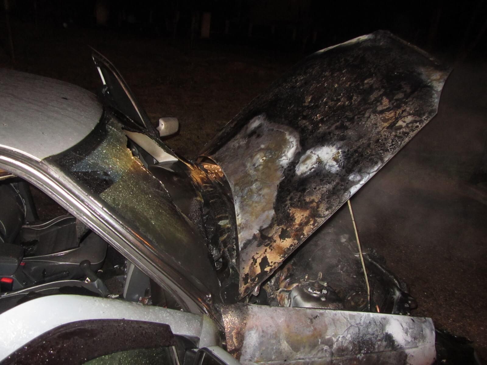 В Твери неизвестные сожгли иномарку