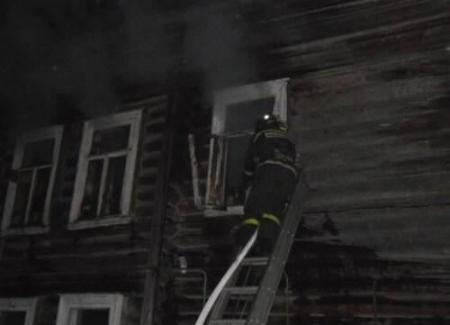 фото На пожаре в городе Красный Холм пострадал человек