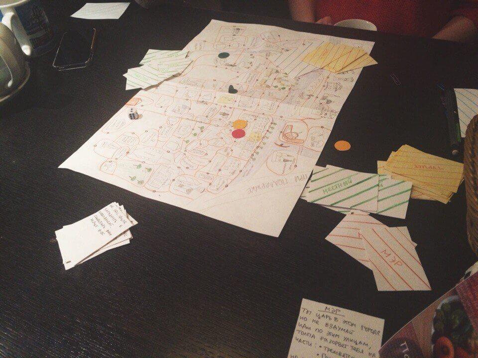 Девушка-энтузиастка создает настольную игру о родной Твери