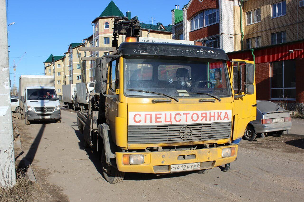 В Твери продолжается эвакуация автомобилей, нарушающих правила парковки