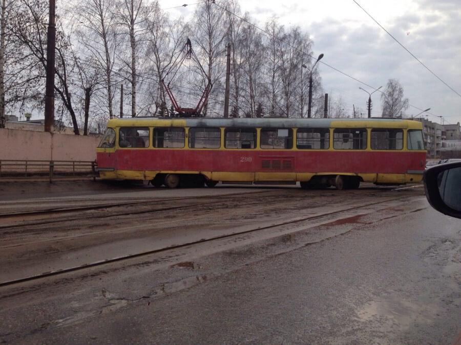 В Твери трамвай вновь сошел с рельс