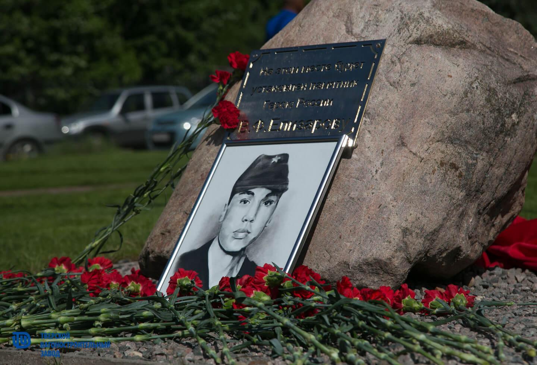В Твери заложили камень на месте будущего памятника герою Владимиру Елизарову