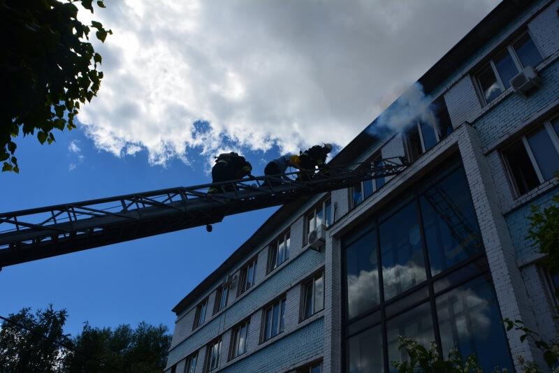 В здании регионального ГИБДД тушили условный пожар