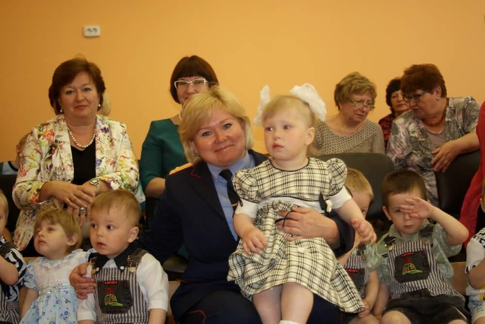 Тверские следователи навестили детей в подшефных детских домах