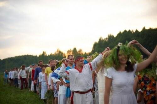 """фото В Твери планируют установить рекорд по народной игре """"Ручеек"""""""