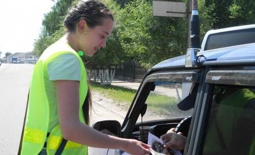 фото В Тверской области сотрудники ГИБДД провели акцию «Безопасные каникулы»