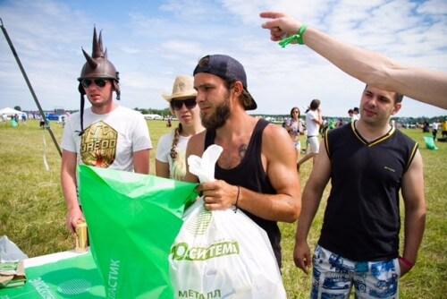 """фото В рамках эко-акции с фестиваля """"Нашествие"""" вывезли почти 100 тонн мусора"""