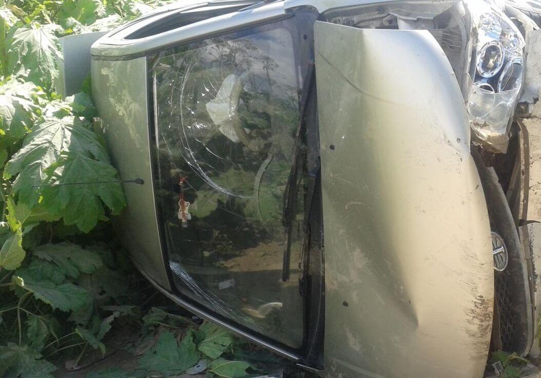 В Калининском районе водитель скрылся с места ДТП, оставив в машине пострадавшего ребенка