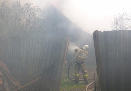 фото В Лесном районе из-за удара молнии сгорел дом
