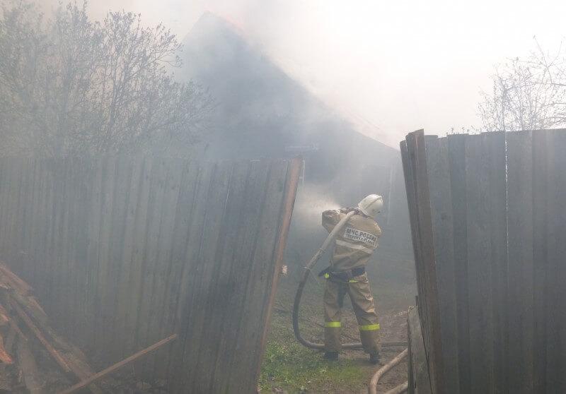 В Лесном районе из-за удара молнии сгорел дом