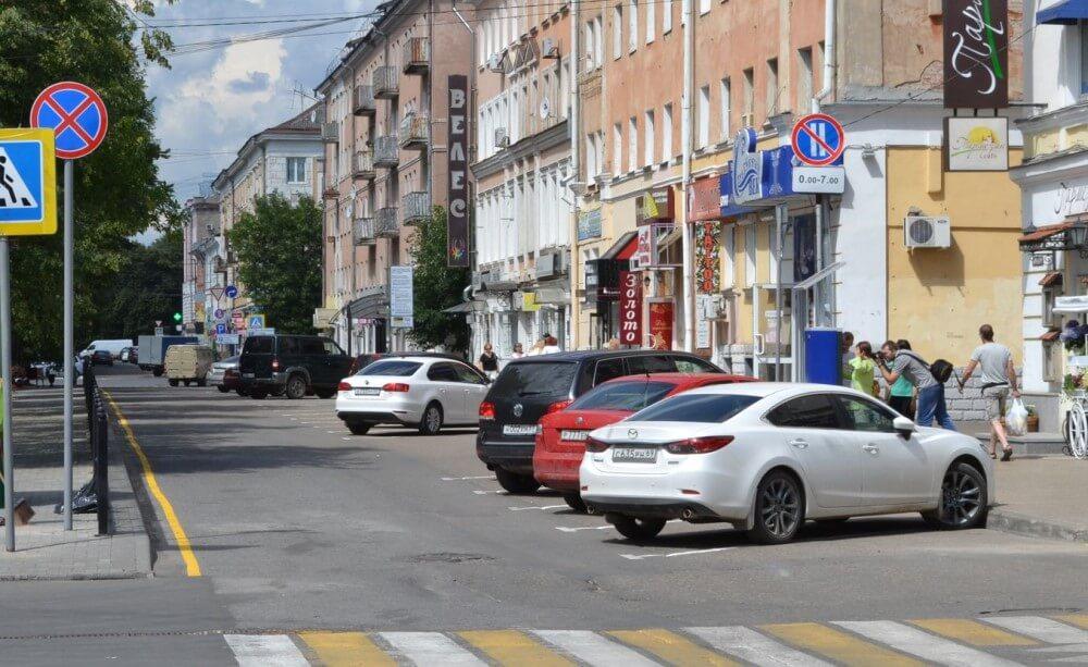 В Твери начала работу первая платная парковка