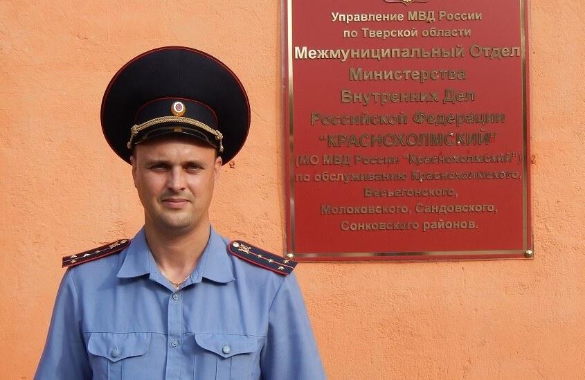 В Тверской области сотрудник полиции извлек из воды и реанимировал утонувшего подростка