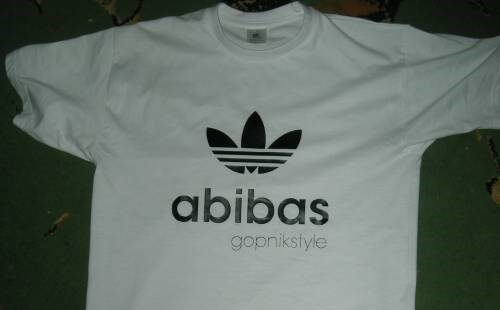 В Осташкове под видом известного бренда продавали контрафактную одежду