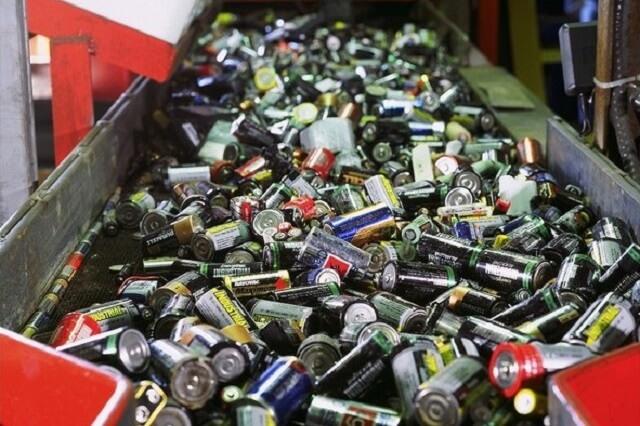 В Удомле проходит экологическая акция по массовому сбору отработавших батареек и аккумуляторов