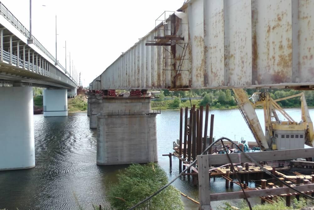 На федеральной трассе М-10 развернуты работы по демонтажу старого моста через Волгу