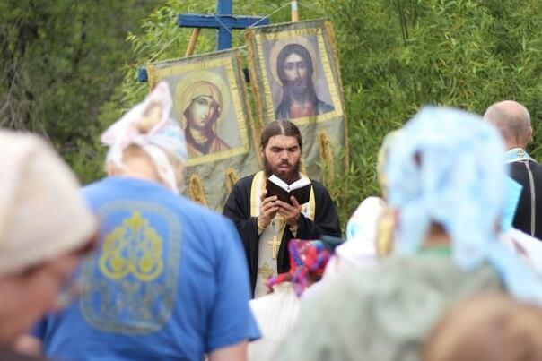 По берегам реки Тьмы прошел молодежный крестный ход, посвященный тысячелетию христианства на тверской земле