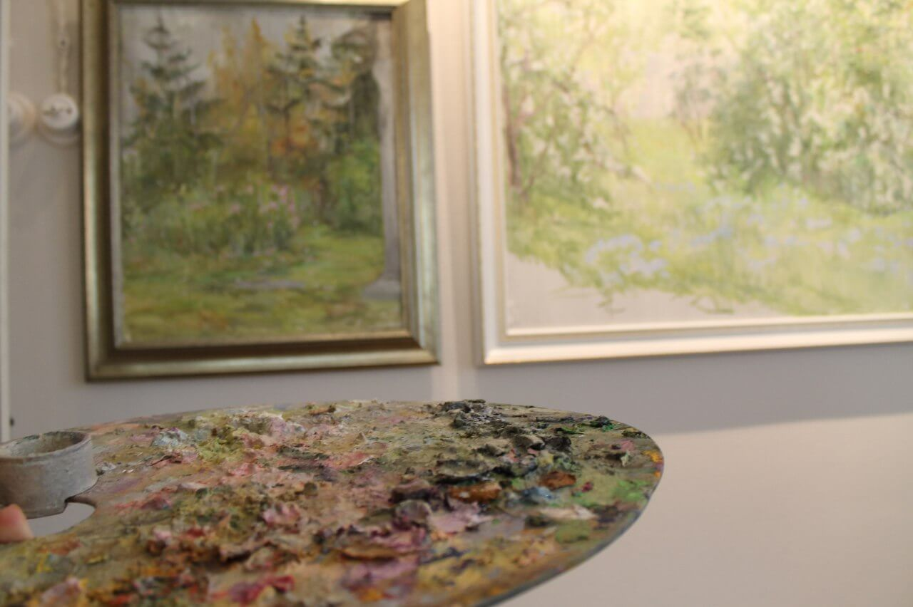 """Заведующая Центра искусства """"Дача Чайка"""" представила персональную выставку собственных произведений живописи"""