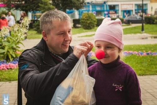 """фото В Твери проходит благотворительная акция """"Красный нос дарит надежду"""""""