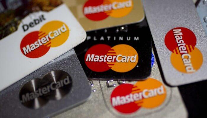 В качестве билета на пригородных электричках можно будет использовать банковскую карту