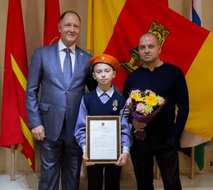 """фото 12-летний житель Западной Двины получил награду """"За мужество в спасении"""""""