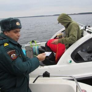 фото Сотрудники ГИМС МЧС России патрулируют реки и озера Тверского региона