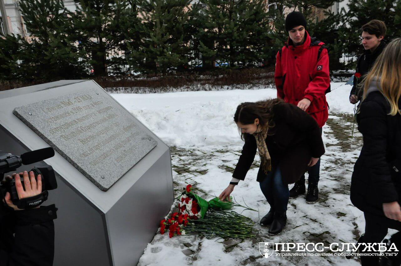 В Твери прошел траурный митинг, посвященный Герою России Олегу Пешкову, пилоту пилот бомбардировщика Су-24, сбитого в небе над Сирией