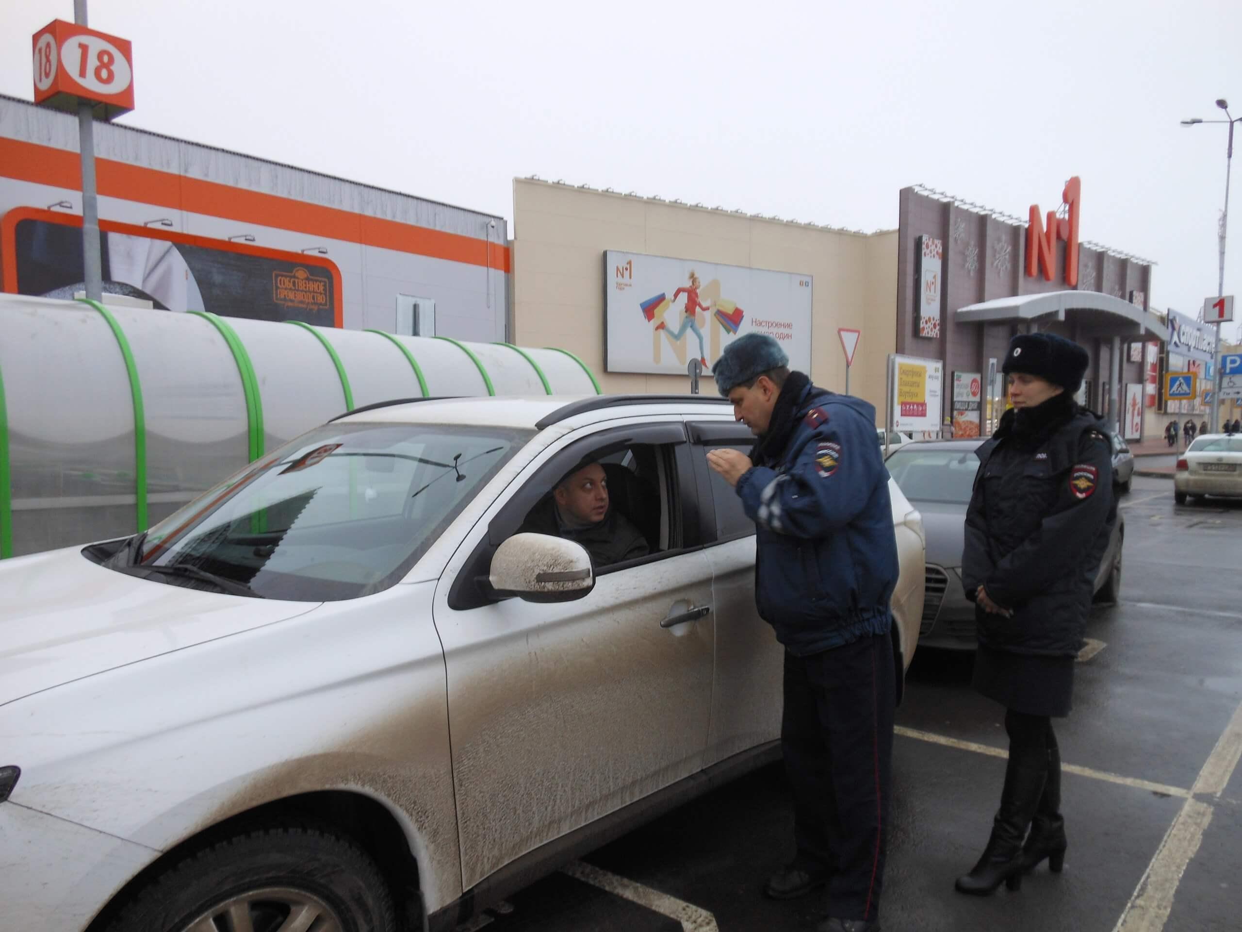 В Твери сотрудники ГИБДД провели рейд по парковкам для инвалидов